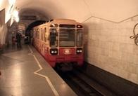 Лавочки в харківському метро за ціною італійського дивана.