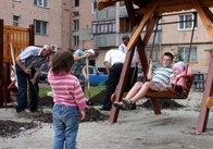 Як під вечір у Житомирі дитячий майданчик встановлювали (відео) .Новости Житомира на сайте reporter.zt.ua