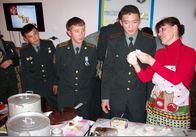 Курсанти з Казахстану ліпили вареники у гостях Житомирського військового інституту