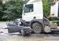 """На Рівненщині пенсіонера з Коростеня у """"Ладі"""" насмерть розчавила вантажівка. Фото"""