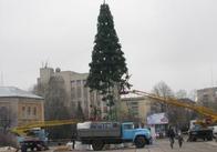 Свята скінчилися - в Житомирі розібрали новорічну ялинку