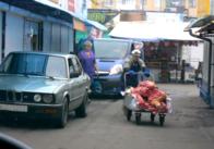 Як у Житомирі підвозять м'ясо в м'ясний павільйон