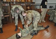 У Житомирі курсантів та офіцерів навчають навикам бійця-рятувальника. Фото