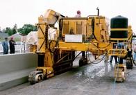 На «варшавці» чергове ДТП: Шевроле Лачетті не розминувся з бетоноукладчиком