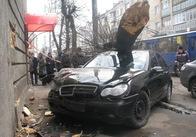 Резонансне ДТП в Житомирі: машина крупного місцевого чиновника в центрі міста знесла величезне дерево