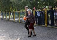 Школярі 16 та 28 школи у Житомирі отримали нове футбольне поле