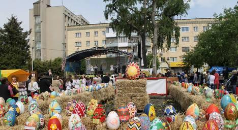 У Житомирі поблизу обласної бібліотеки триває Великодній Ярмарок. ФОТО