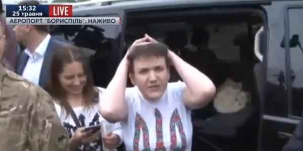 Надія Савченко вийшла до журналістів після повернення