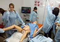 В перинатальному центрі у Житомирі тренуватимуться зупиняти кров під час пологів на спеціальному манекені. Фото