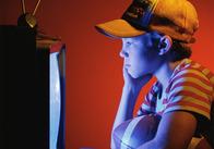 Британские ученые выяснили, что несчастные люди смотрят телевизор, счастливые читают книжки