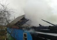 На Житомирщині через замикання у пенсіонерки згорів дах і кладовка. Фото