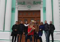 У Житомирі в Домі української культури молодь співала патріотичні пісні Лариси Бойко
