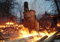 На Житомирщині повністю згоріла хата разом із 91-річною власницею. Фото