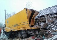 На Житомирщині «МАЗ» з'їхав із дороги у житловий будинок