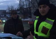 """Патрульні показали відео """"відлову"""" нелегальних таксистів у Житомирі. Відео"""