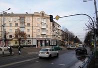 Чому на перехресті Театральної та Бердичівської відімкнули світлофори. Фото