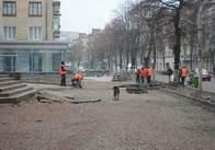 Плитку на тротуарах Житомира продовжує укладати ТОВ «ВІ. АЙ. ПІ. Будівельна компанія». Фото