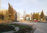 Реконструкція біля пам'ятника Шевченку: попри обіцянки міської влади, ще навіть не зняли тимчасову плитку