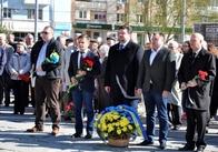 Ніяк не відмовляться: Житомирська ОДА накупила на 23 тисячі квітів для покладань