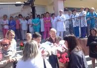 Сім'ю, загиблого в АТО солдата, з трійнею виписали з лікарні. Фото
