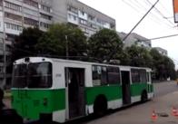 """На Польовій шматок """"рогу"""" тролейбуса впав на дитину. Фото"""