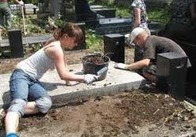 Житомирян просять прибрати могили рідних та близьких. Незабаром поминальні дні