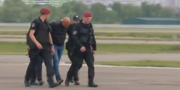 У Київ на гелікоптері прибувають затримані екс-керівники податкової