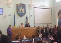 """На сесію міської ради прийшли батьки і діти басейну """"Авангард"""" просити у депутатів захисту"""