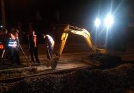 Як вночі у Житомирі ремонтують Бориса Тена. Фото