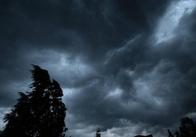 В Україні оголошено штормове попередження. У Житомирській області вночі грози, можливі град та шквали