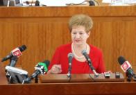 Обласні депутати з оплесками провели директора департаменту фінансів ОДА на пенсію