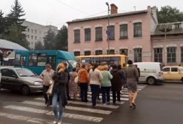 Житомирські медики перекрили вже дорогу на Бердичів. Оновлено