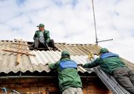 У Бердичівському районі вже криють дахи шифером від Житомирської ОДА. Фото