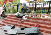У центрі Києва чоловік зруйнував пам'ятник Героям Небесної сотні