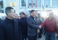 Екс-губернатор Одещини Саакашвілі у Житомирі. Ходить по Михайлівській. Фото