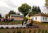 Ще один пам'ятник українським воїнам відкрили у Житомирській області. Фото