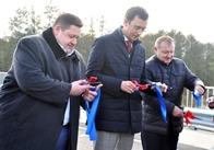 Міністр Омелян приїхав у Житомирську область відкривати міст, який об'єднав розділене село. Фото