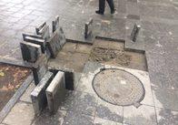 На Михайлівській розрили нову плитку і кинули. Фото