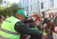 """""""Зеленбуд"""" за 62 тисячі на зиму приодягнув своїх працівників"""