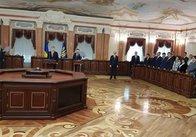 Порошенко підписав і зачитав на урочистій церемонії Указ про призначення 114 суддів нового Верховного суду