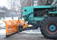 """Житомирське КП """"УАШ"""" готується до зими: накупили відвалів снігу та пристрій, що розкидає сіль"""