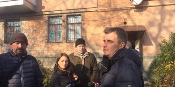 """У Житомирі тріскає будинок: мешканцям пообіцяли тимчасове житло в готелі """"Житомир"""""""