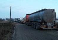 Активісти заявляють про контрабанду палива у Житомирській області та перекрили рух бензовозів. Фото