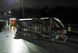"""У Житомирі рятувальники витягували пасажирку """"Мерседеса"""", яку затисло після ДТП. Фото"""