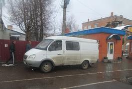 У Бердичеві водій затримав та передав поліції юнака, що вкрав у нього з салону барсетку, поки той розносив випічку