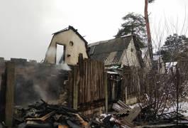 Маштабна пожежа під Житомиром: погоріли гаражі та автівки. Фото