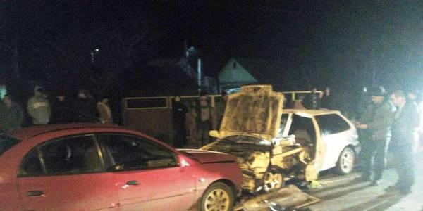 """ДТП у Житомирі: нерозминулись """"Хонда"""" і """"КІА"""" - водія вирізали з салону. Фото"""