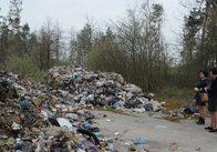 Львівське сміття знову викинули на Житомирщині