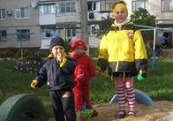 Якби вибори були щороку... В Житомирі масово встановлюють дитячі майданчики (фото)