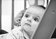 Фотовиставку Романа Котикова «Подаруй дітям свою любов» продовжили до 10-го червня